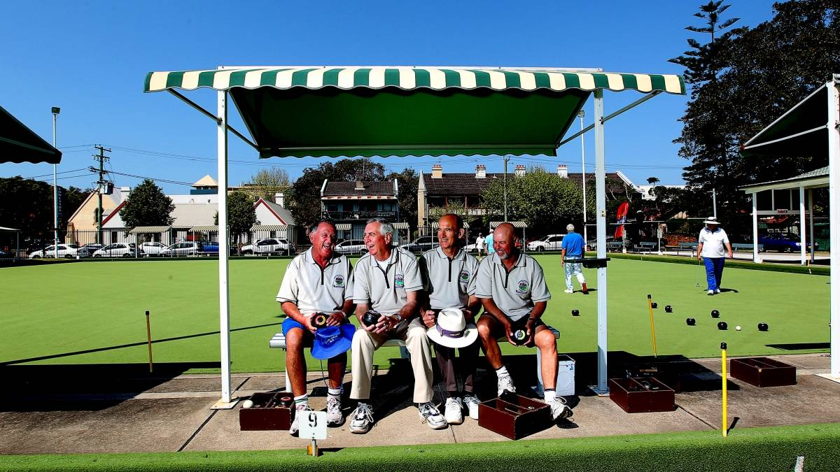 Members on Green at Lowlands Bowling Club